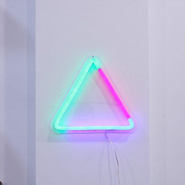 Foto neón triángulo espacios