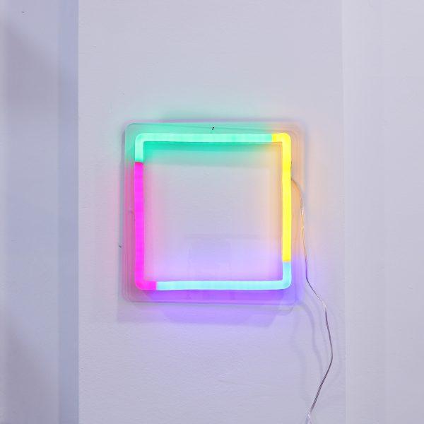 Foto neones cuadrado espacio