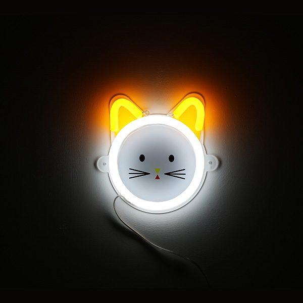 Foto neones gato amarillo