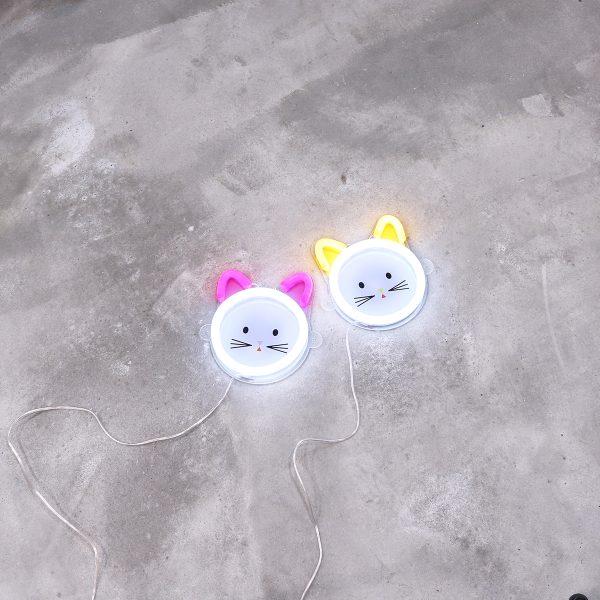 Foto neones gatos espacio