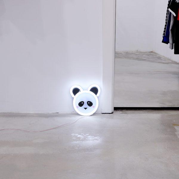 Foto neones panda espacio